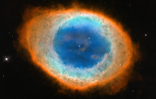 La nebulosa del anillo es una nebulosa planetaria fruto de la muerte de una estrella como el Sol