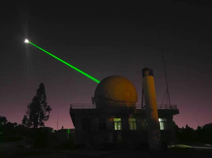 Con un láser de alta potencia podemos calcular la distancia a la que se encuentra la Luna