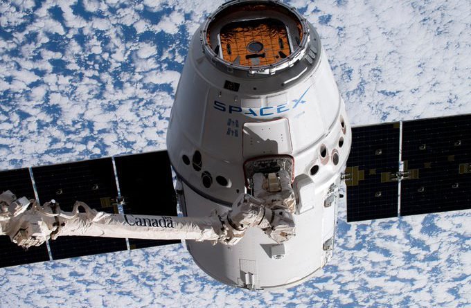 La cápsula Dragon de SpaceX regresa a la Tierra