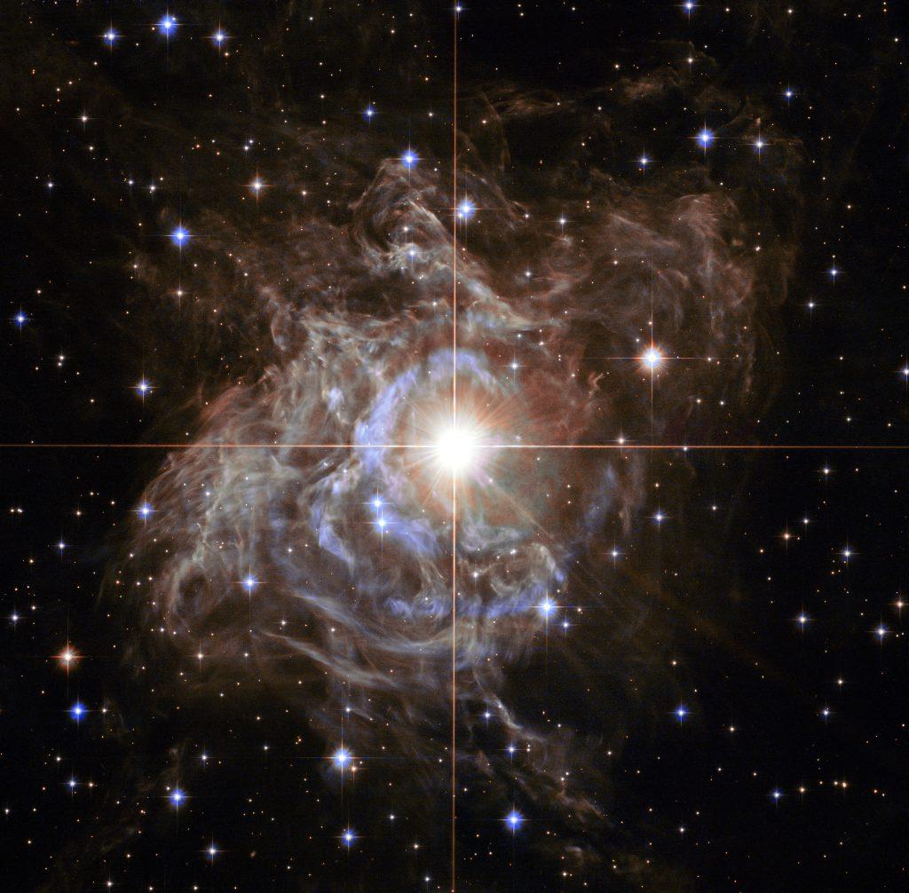 Estrella RS Puppis envuelta en una corona de polvo captada por el Telescopio Espacial Hubble. Creditos: NASA