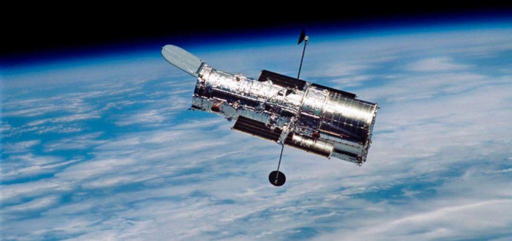 Telescopio Espacial Hubble fotografiado desde el Transbordador Espacial