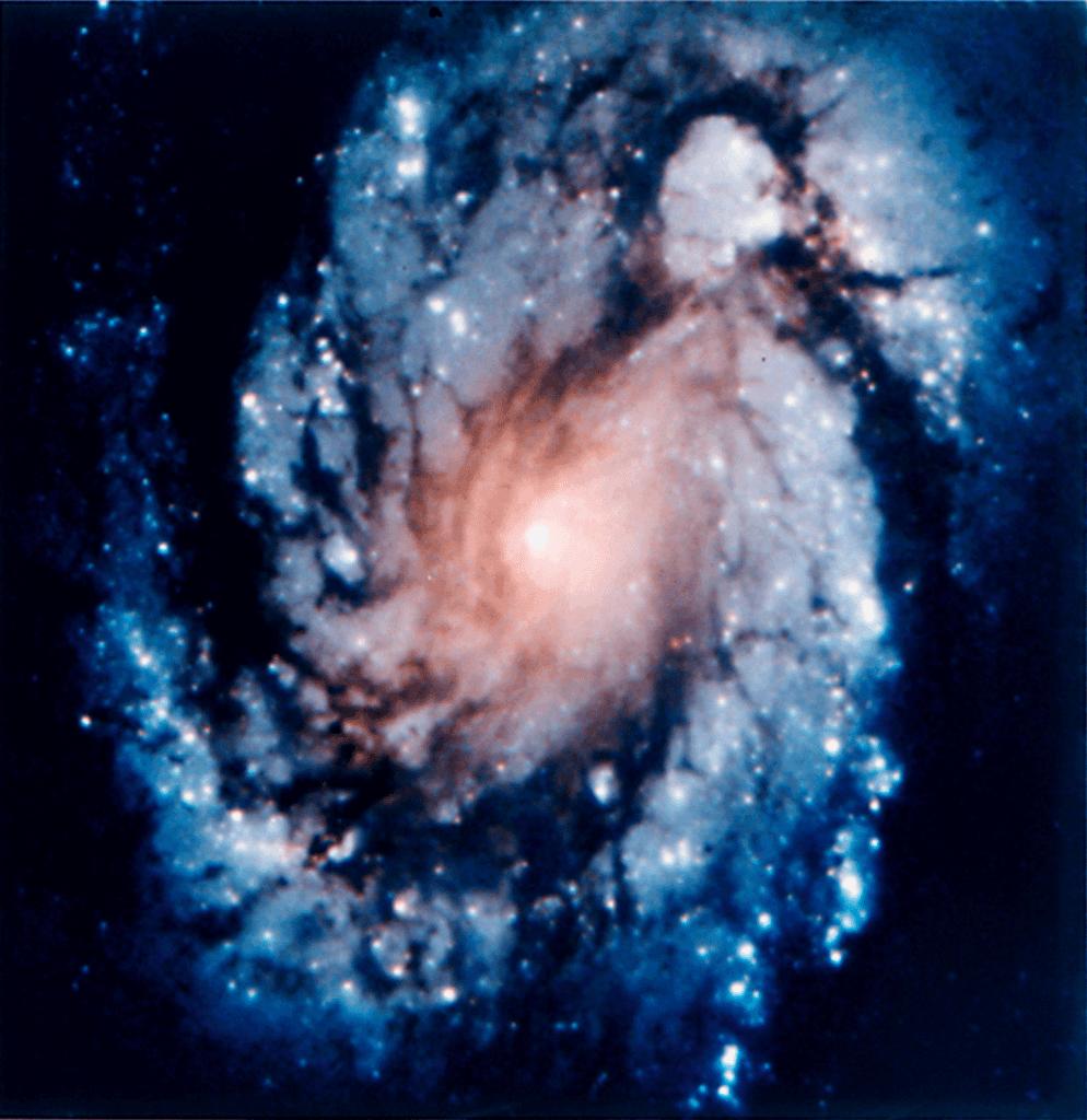 Galaxia M100 captada por el Telescopio Espacial Hubble tras la instalación del COSTAR. Créditos: NASA / ESA / HST