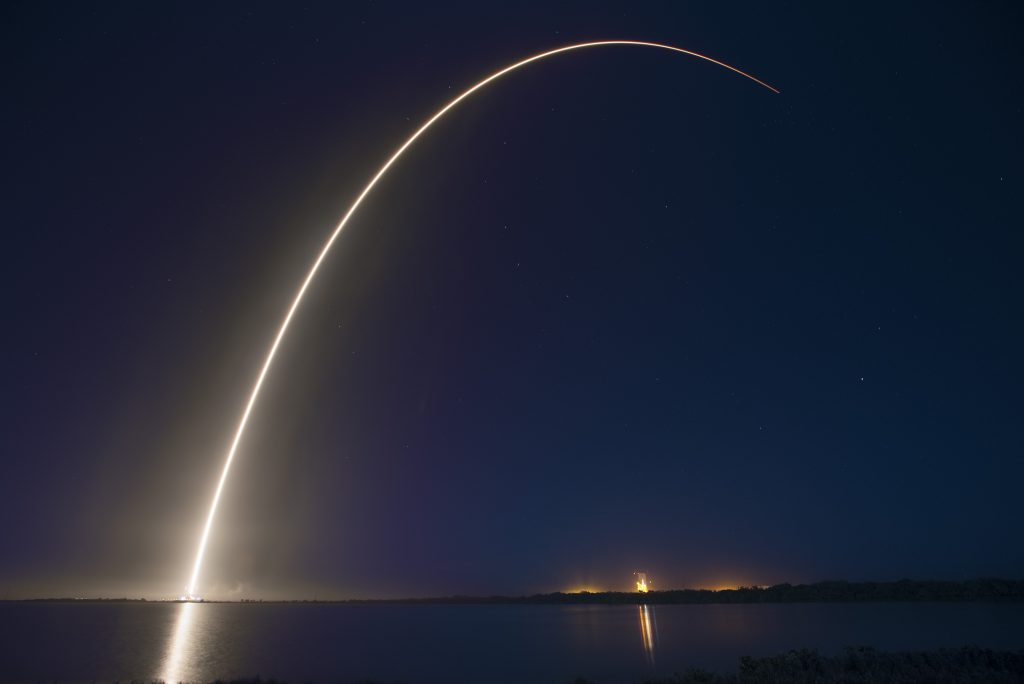 Lanzamiento de un cohete Falcon 9 de SpaceX.