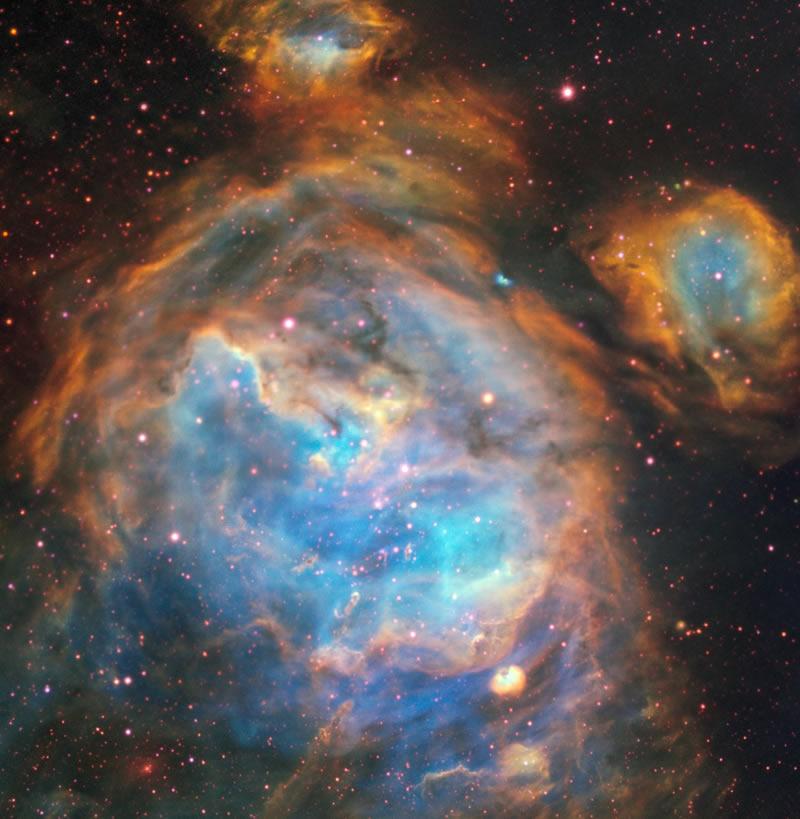 Región H II, ubicada en la Gran Nube de Magallanes. Es en este tipo de nebulosas en las que nacen las estrellas.
